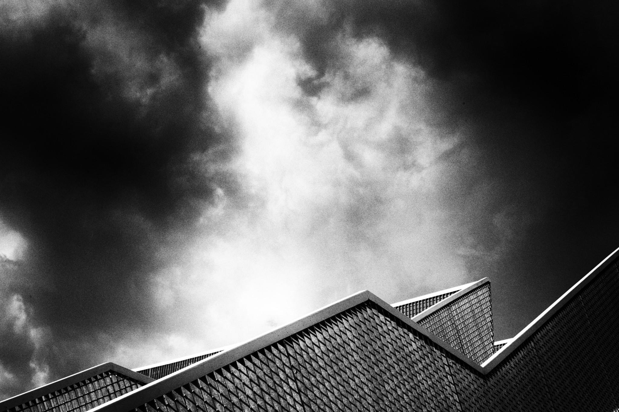 Merna El-Mohasel-Linie-Wolken-und-was-vom-Tag-übrig-blieb