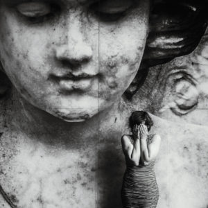 Merna-El-Mohasel-Engel-fliegen-einsam