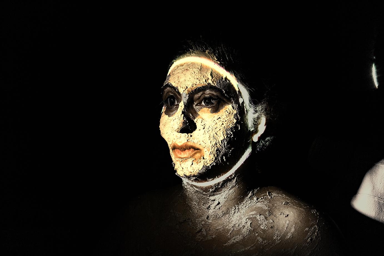 Merna-El-Mohasel-Den Tod-bekleiden